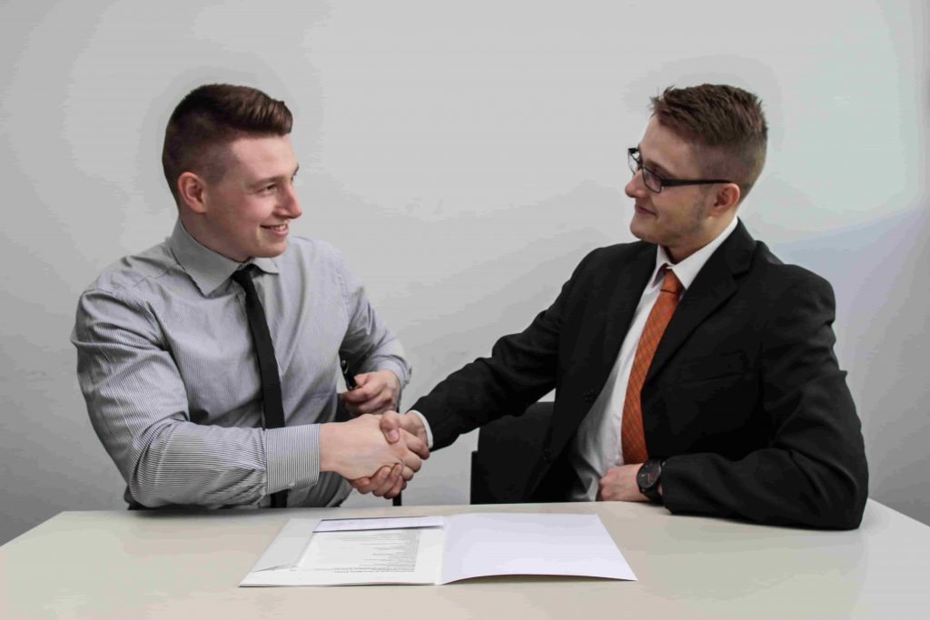 how to make a good first impression in an interview